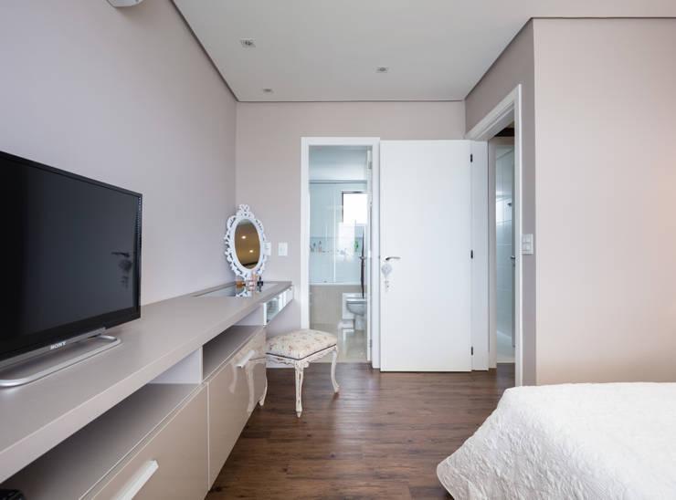 Apartamento LPGC: Quartos  por Juliana Damasio Arquitetura
