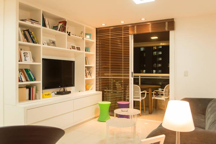 Salas / recibidores de estilo  por Lina Eleutério Arquitetura