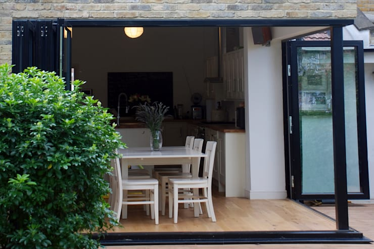 East Finchley, Barnet N2, London | House extension: modern Dining room by GOAStudio | London residential architecture