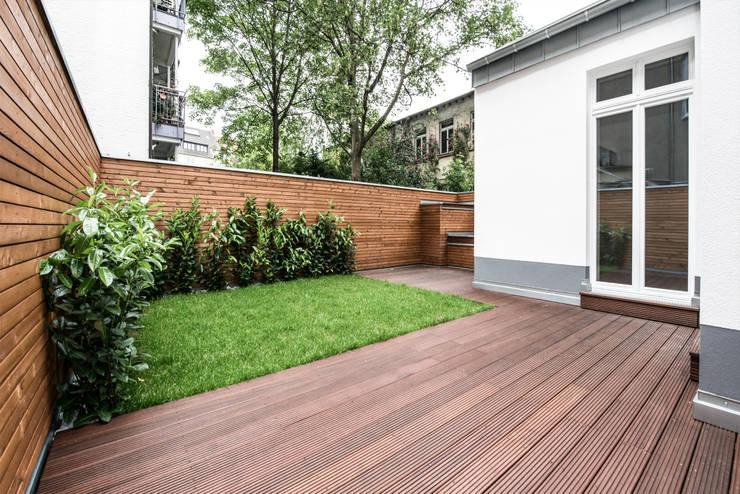Sanierung Mehrfamilienhaus Düsseldorf/Derendorf:  Terrasse von Maria Stahl Architekten