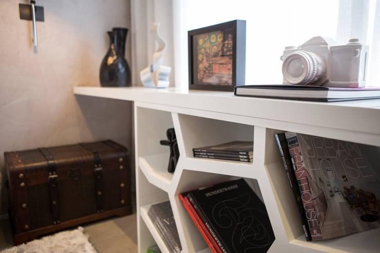 Спальная комната  в . Автор – Chris Silveira & Arquitetos Associados