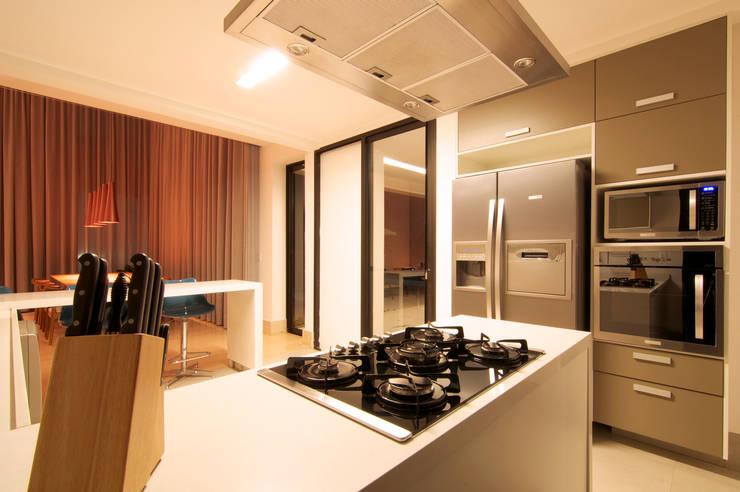 Residência TF: Cozinhas  por ÓBVIO: escritório de arquitetura