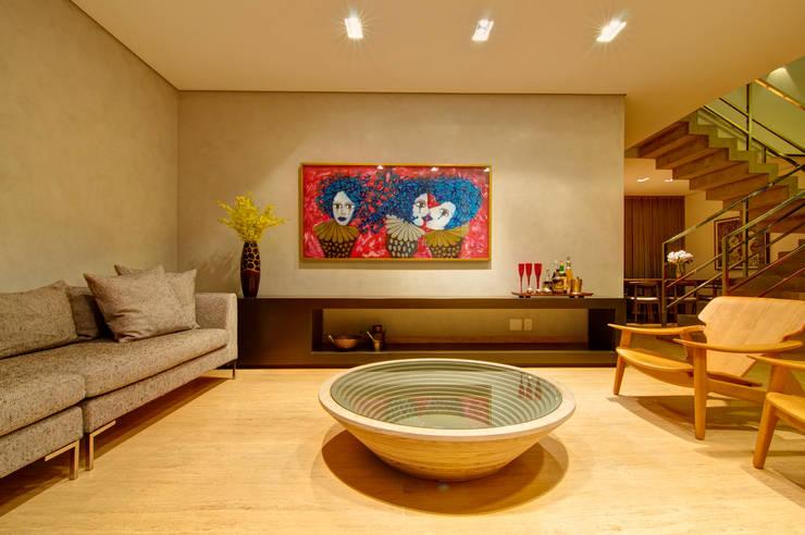 Residência VG: Salas de estar  por ÓBVIO: escritório de arquitetura