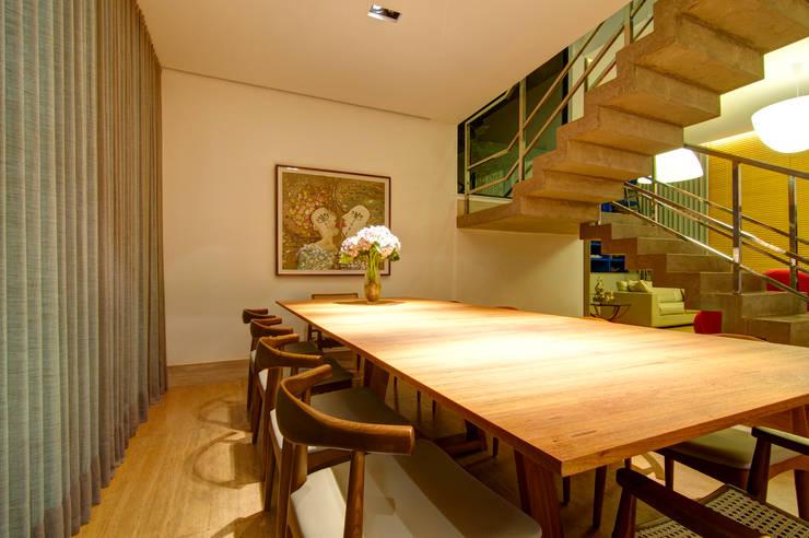 Residência VG Salas de jantar modernas por ÓBVIO: escritório de arquitetura Moderno