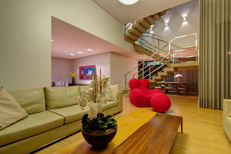Residência VG Salas de estar modernas por ÓBVIO: escritório de arquitetura Moderno