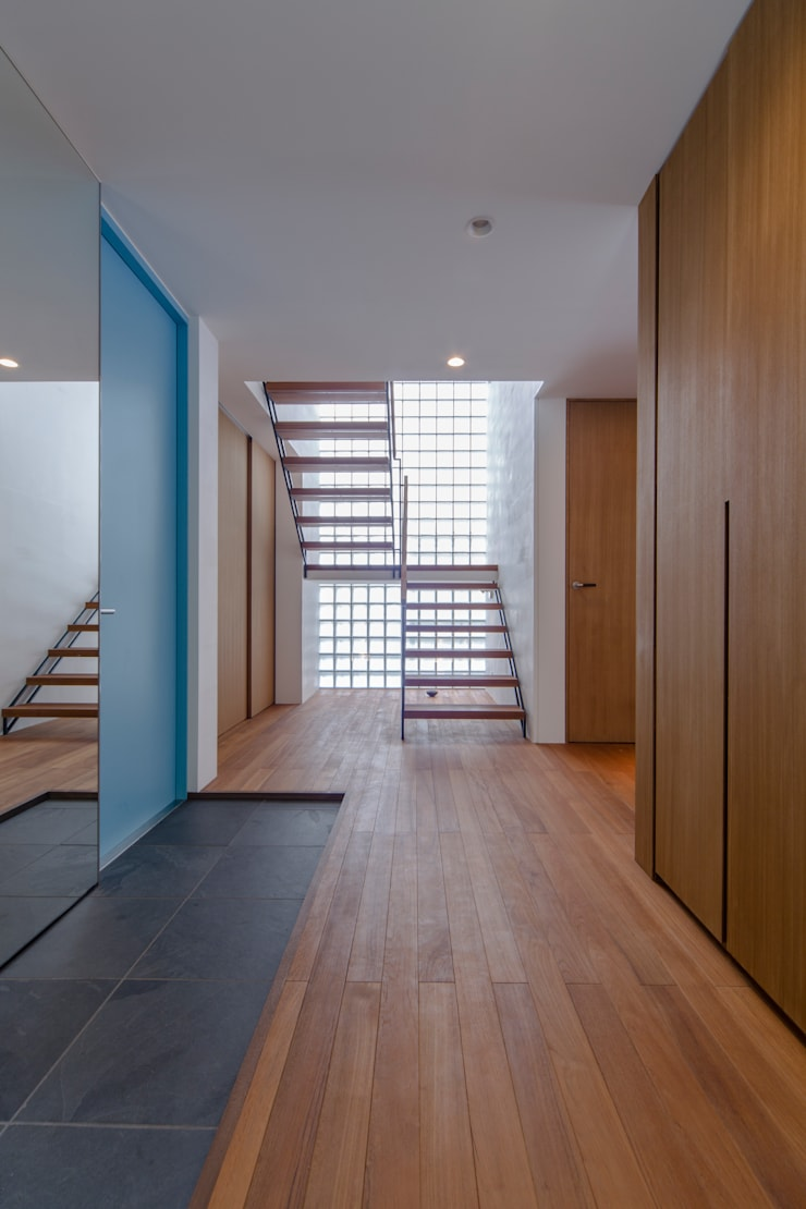 .: 長村英紀建築計画室が手掛けた廊下 & 玄関です。