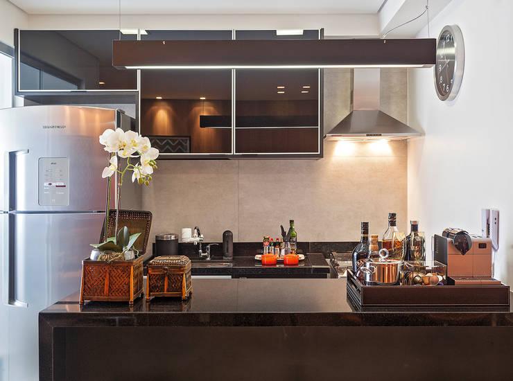 Apartamento MD: Cozinhas modernas por ÓBVIO: escritório de arquitetura