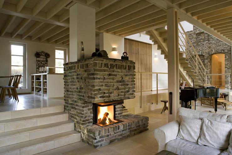 Haus am Schwielowsee: landhausstil Wohnzimmer von wolff:architekten