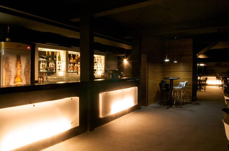 Emme Lounge & Food: Bares e clubes  por ÓBVIO: escritório de arquitetura