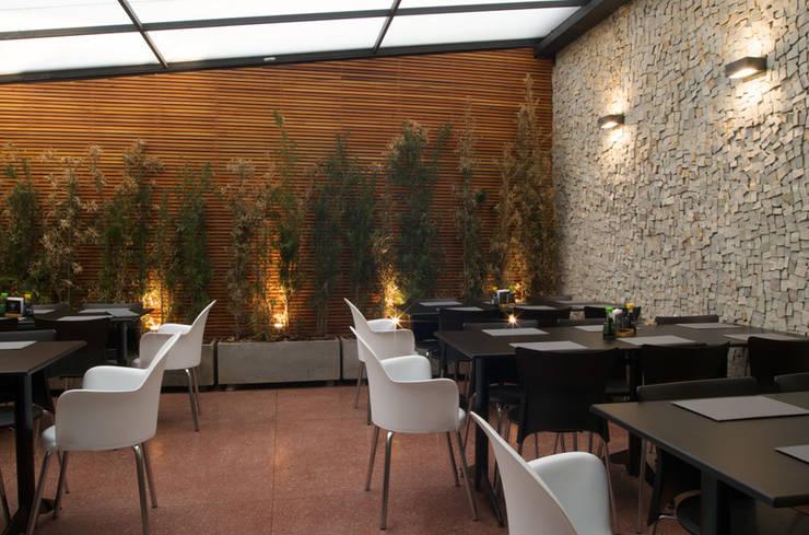Emme Lounge & Food: Espaços gastronômicos  por ÓBVIO: escritório de arquitetura