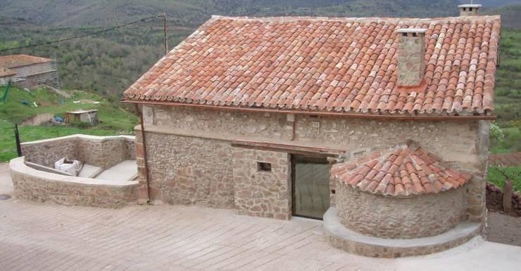 REHABILITACION DE VIVIENDA UNIFAMILIAR EN ALMARZA DE CAMEROS. LA RIOJA.: Casas de estilo  de Estudio A. Devalle-Granell Arquitectura.