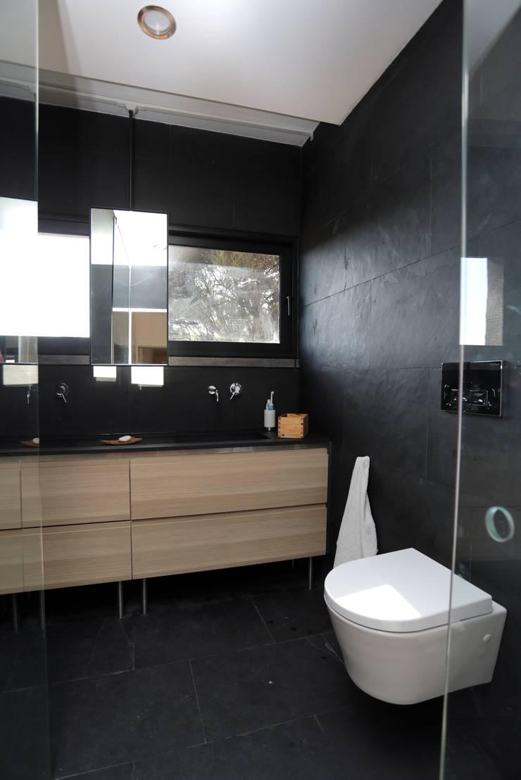 Renovação moradia em Birre II   Cascais: Casas de banho  por shfa
