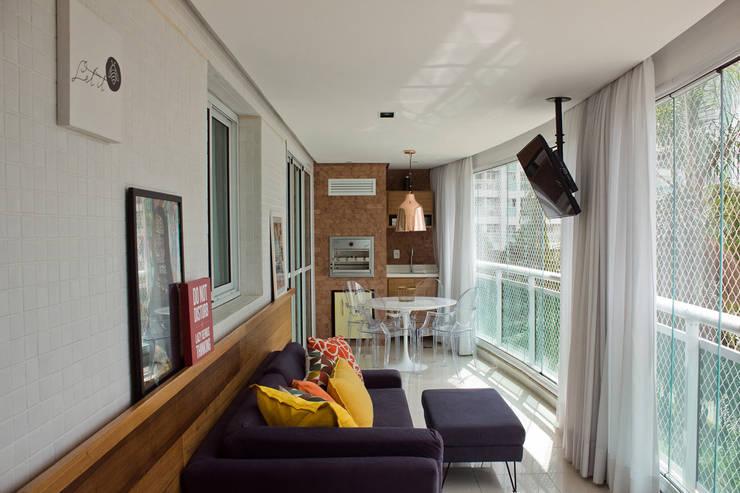 APARTAMENTO M|C: Terraços  por Lote 21 Arquitetura e Interiores