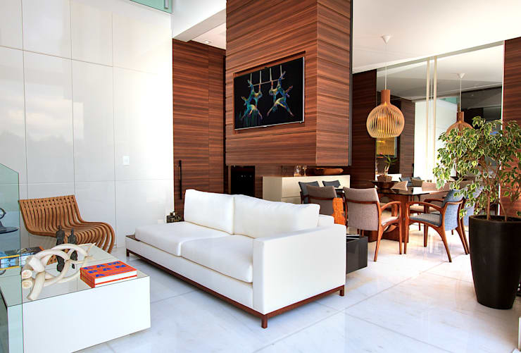 Living room by Maina Harboe Arquitetura