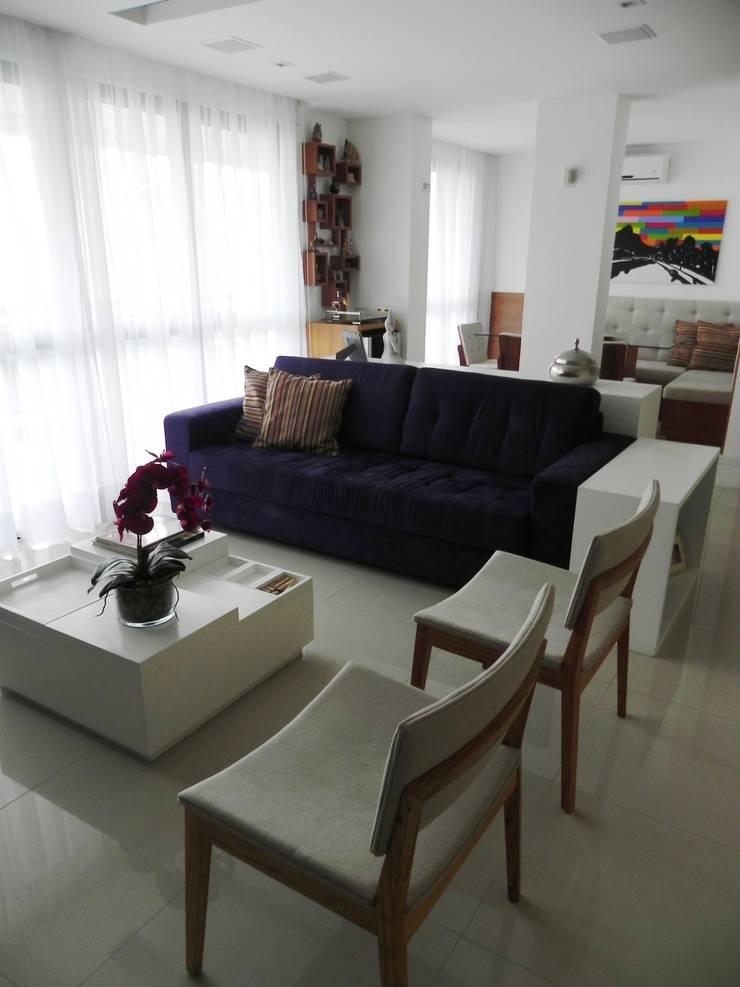 APARTAMENTO M|L: Salas de estar  por Lote 21 Arquitetura e Interiores
