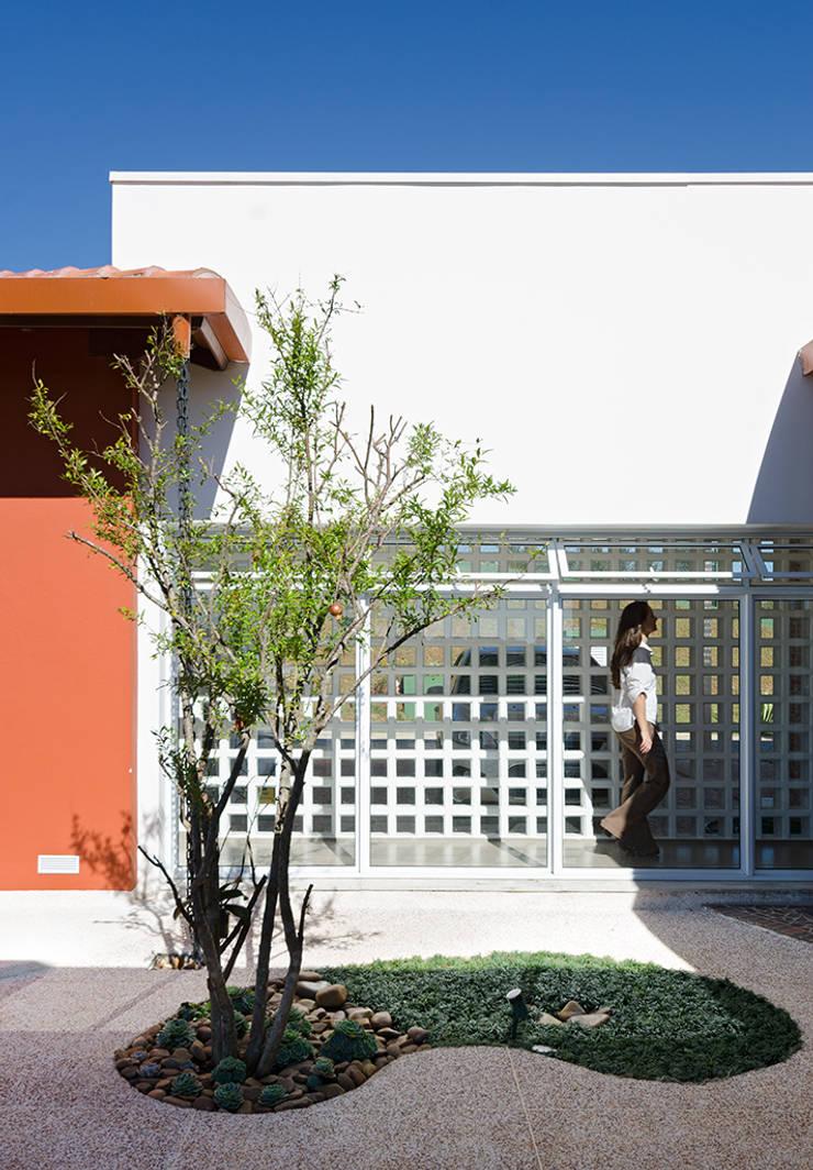 Casa Manacás: Casas  por NOMA ESTUDIO