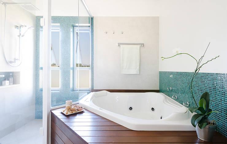 Baños de estilo  por NOMA ESTUDIO