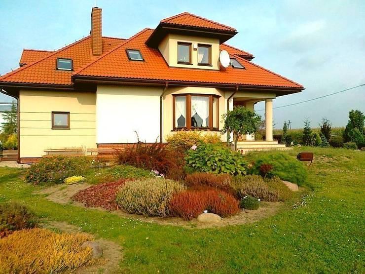 Rabata wrzosowa w jesiennej odsłonie: styl , w kategorii  zaprojektowany przez Garden Ekspert Studio Architektury Krajobrazu
