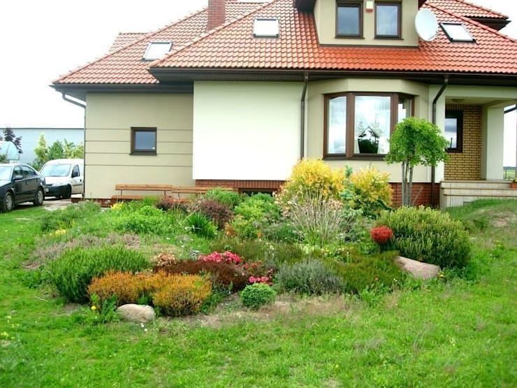Widok na rabatę wiosną: styl , w kategorii  zaprojektowany przez Garden Ekspert Studio Architektury Krajobrazu