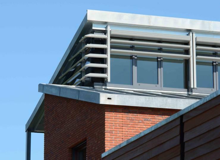 nok:  Huizen door TIEN+ architecten, Modern