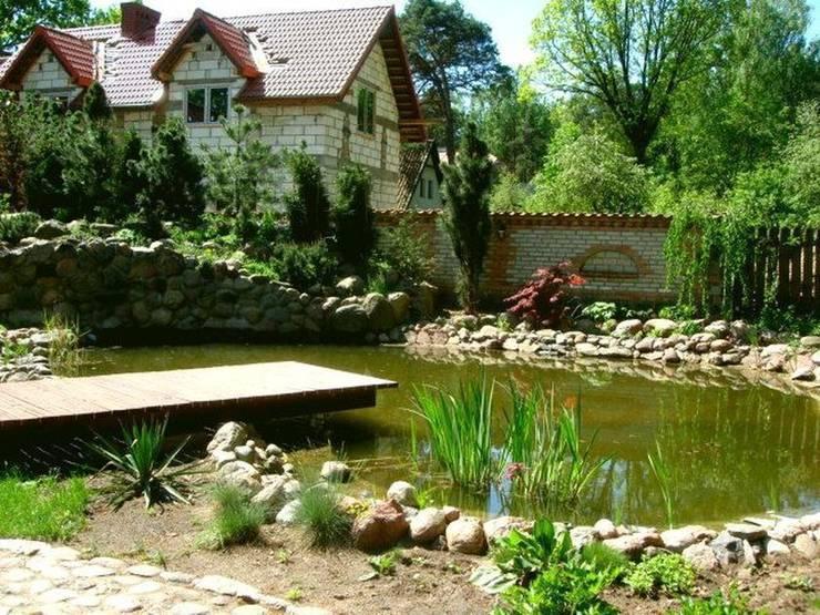 Oczko wodne ze skarpą: styl , w kategorii  zaprojektowany przez Garden Ekspert Studio Architektury Krajobrazu