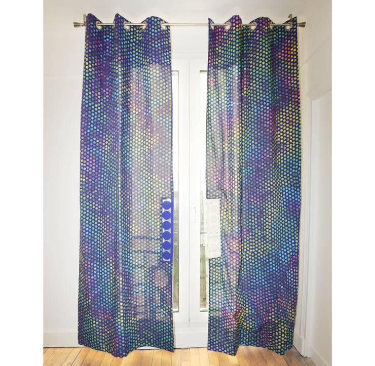 Rideaux Révolution  ouverts face B: Fenêtres & Portes de style  par Silvia Gianni