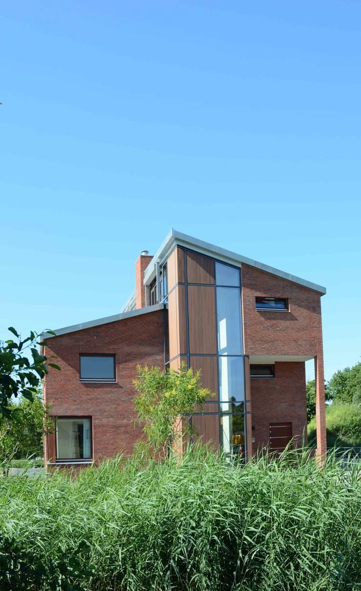 voorzijde :  Huizen door TIEN+ architecten, Modern