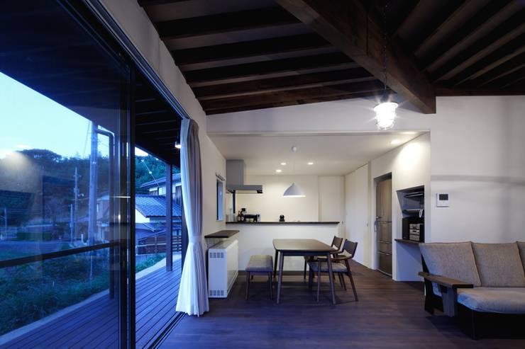 長門の家 House In Nagato: 飯塚建築工房が手掛けたダイニングです。,
