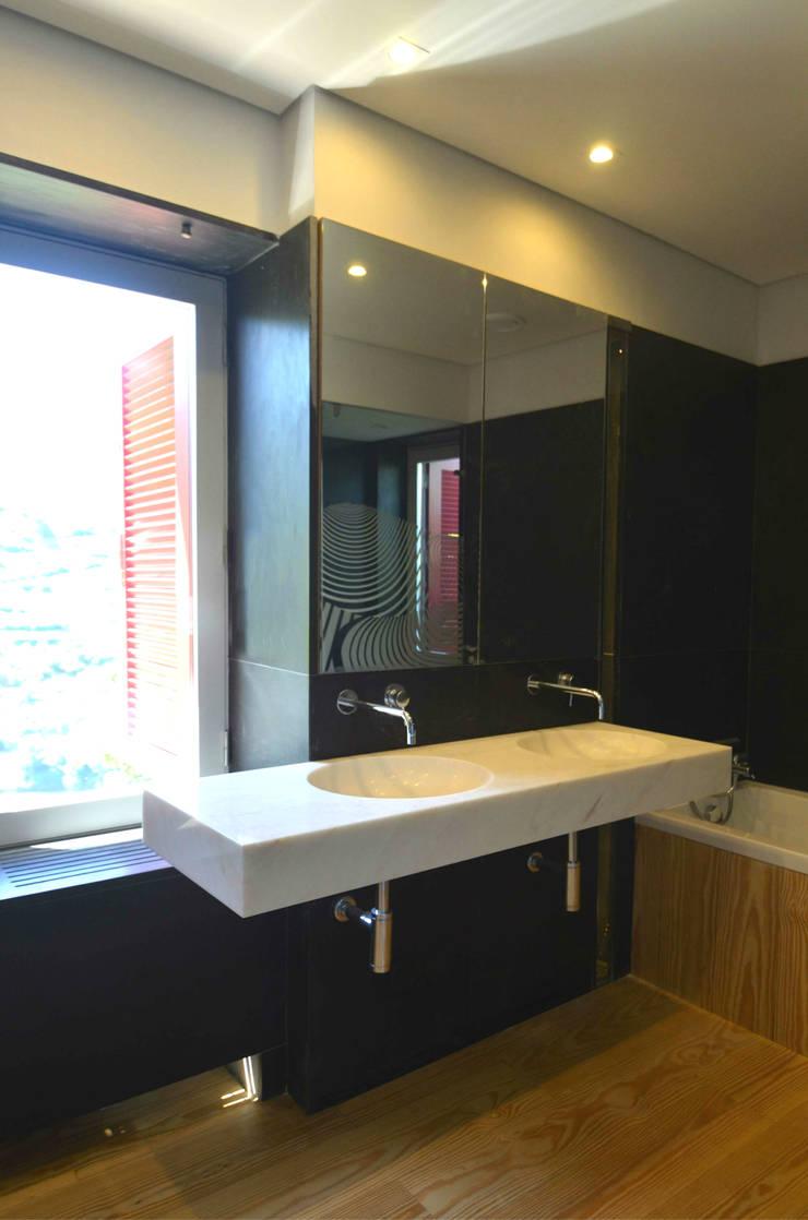 Casa de Banho 01: Casas de banho  por Germano de Castro Pinheiro, Lda