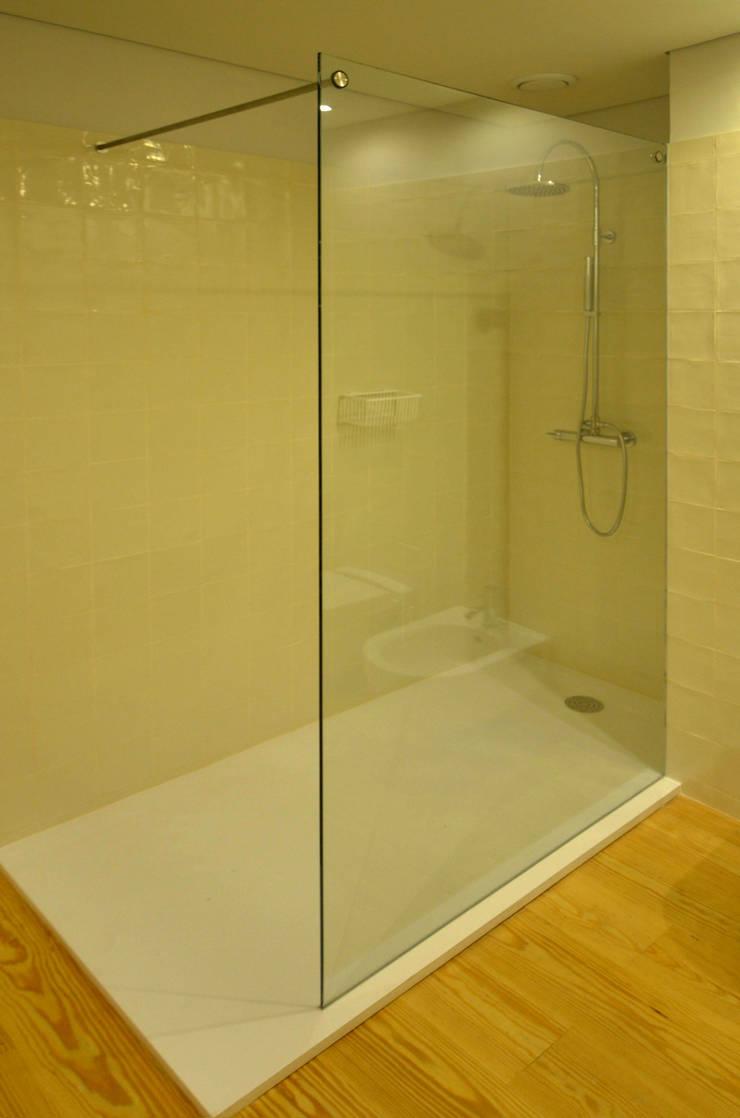 Casa de Banho 02: Casas de banho  por Germano de Castro Pinheiro, Lda