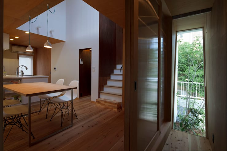 大浜の家: ㈲矢田義典建築設計事務所が手掛けた廊下 & 玄関です。