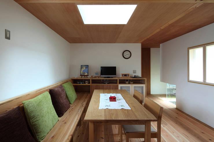 浜松の家: ㈲矢田義典建築設計事務所が手掛けたダイニングです。