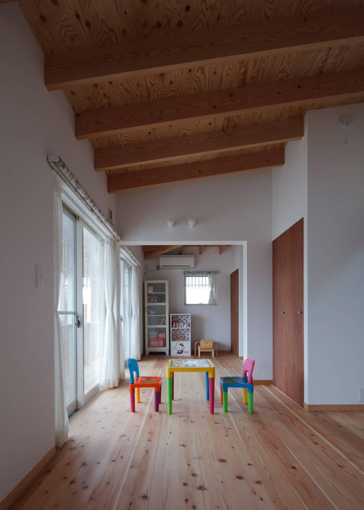 大浜の家: ㈲矢田義典建築設計事務所が手掛けた子供部屋です。