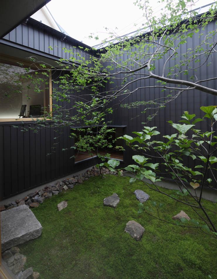 浜松の家: ㈲矢田義典建築設計事務所が手掛けた庭です。