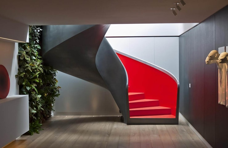 EeStairs® Wenteltrappen:  Gang, hal & trappenhuis door EeStairs | Stairs and balustrades