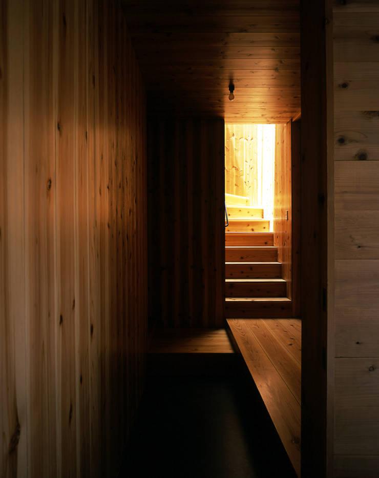 .: L.V.M. 計画 一級建築士事務所が手掛けた廊下 & 玄関です。