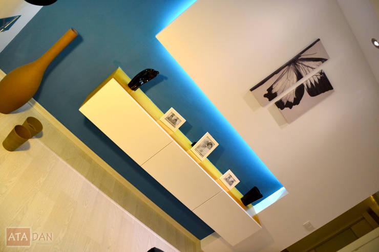 ROAS Mimarlık – Konsol - Salon:  tarz Oturma Odası