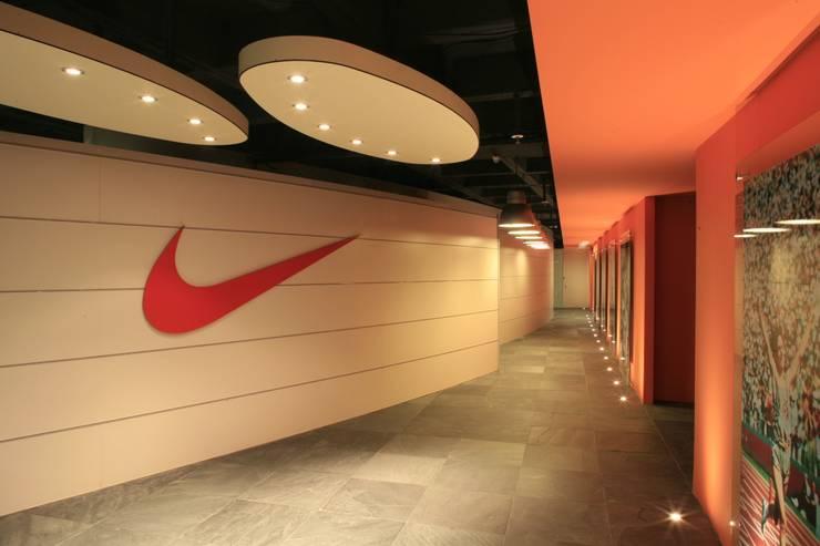 Pop Design – Nike Turkey:  tarz Koridor ve Hol