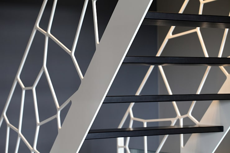 Cells by EeStairs®:  Gang, hal & trappenhuis door EeStairs   Stairs and balustrades