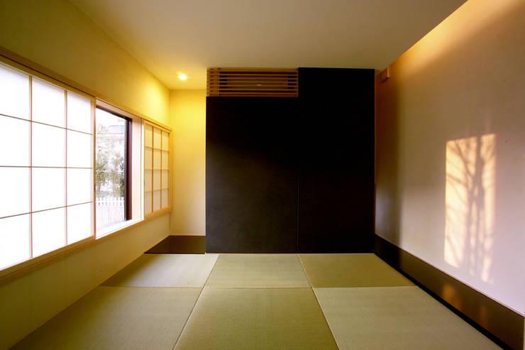 Salas de entretenimiento de estilo  por 一級建築士事務所A-SA工房, Moderno