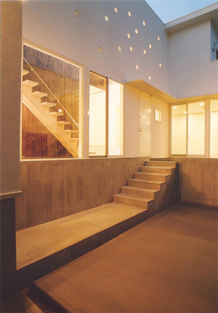 パーキング: 阿部泰道建築設計事務所が手掛けた庭です。