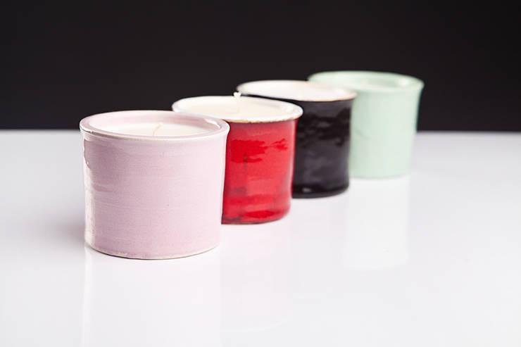 sojowe świece zapachowe (ceramiczne): styl , w kategorii Salon zaprojektowany przez Leżę i Pachnę
