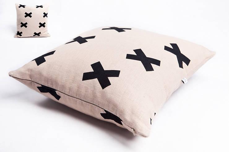 poduszka lniana beige cross: styl , w kategorii Salon zaprojektowany przez Leżę i Pachnę