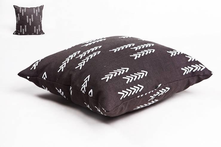 poduszka lniana dark grey: styl , w kategorii  zaprojektowany przez Leżę i Pachnę,Skandynawski