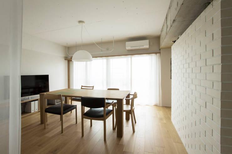 3DK: 松浪光倫建築計画室が手掛けたダイニングです。