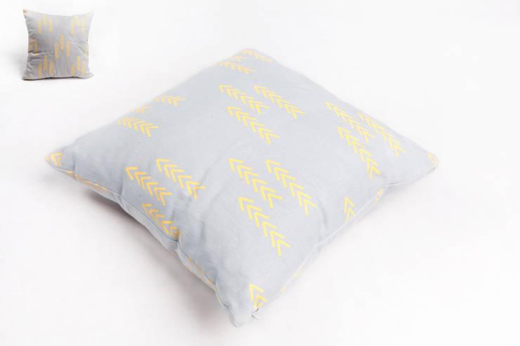 poduszka lniana grey: styl , w kategorii Salon zaprojektowany przez Leżę i Pachnę