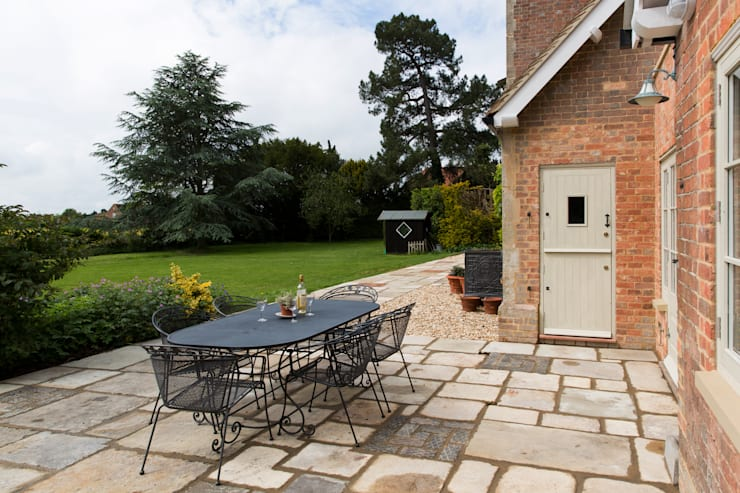 Traditional Farmhouse Kitchen Extension, Oxfordshire:  Houses by HollandGreen