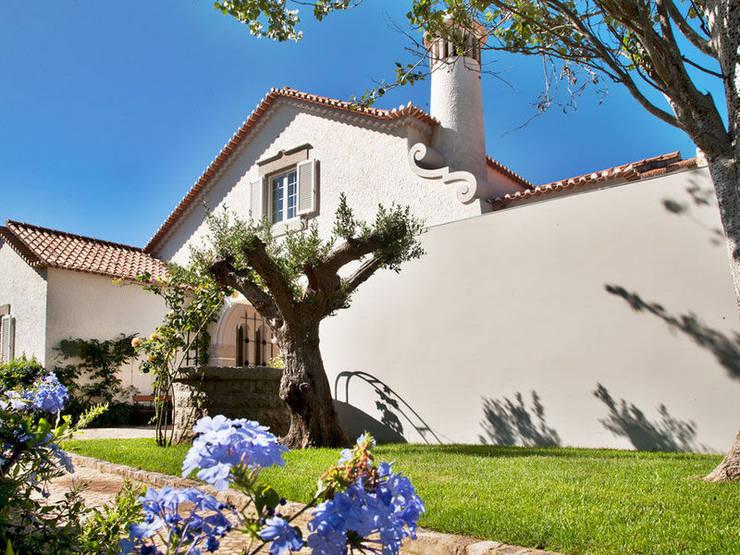 Casa Vela | Guest House: Casas modernas por shfa