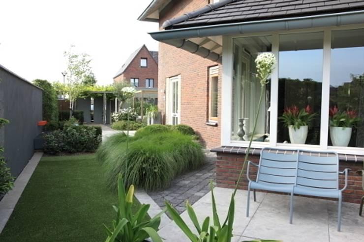 Moderne tuin Hoofddorp:  Tuin door Biesot