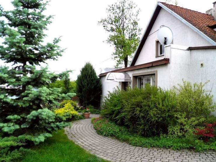 Wiosna w ogrodzie: styl , w kategorii  zaprojektowany przez Garden Ekspert Studio Architektury Krajobrazu